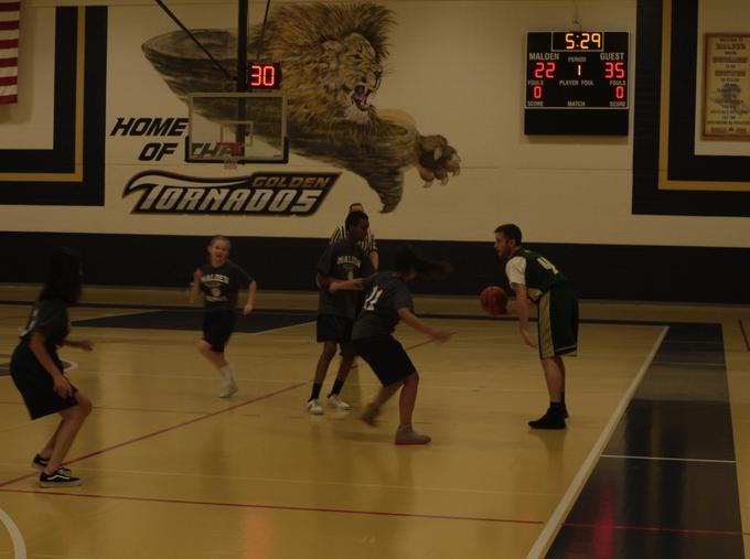 Lynn player dribbling the ball. Photo by Chaimaa Assli